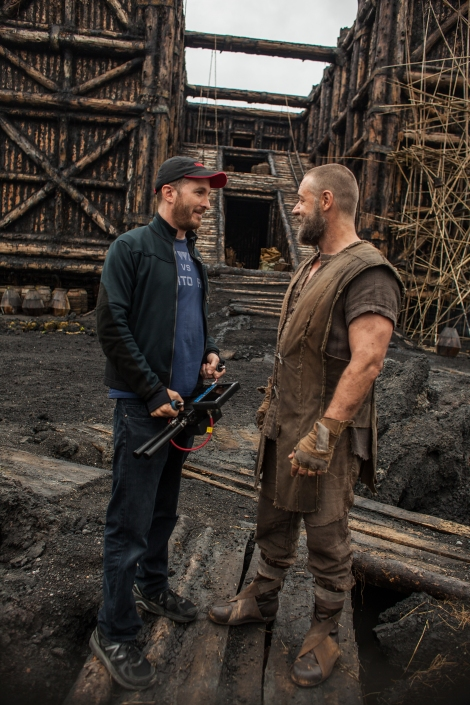 (Left to right) Darren Aronofsky and Russell Crowe on the set of NOAH, from Paramount Pictures and Regency Enterprises. N-19090